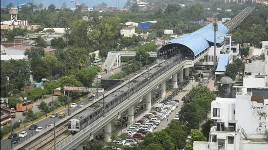 An aerial view of Kaushambi Metro station in Ghaziabad. The DPR has proposed four stations for the ropeway--Mohan Nagar, Sahibabad, Vasundhara and Vaishali. The starting and ending points of the ropeway will be connected to the respective Metro stations with the help of 150m-long skywalks. (Sakib Ali/HT Photo)