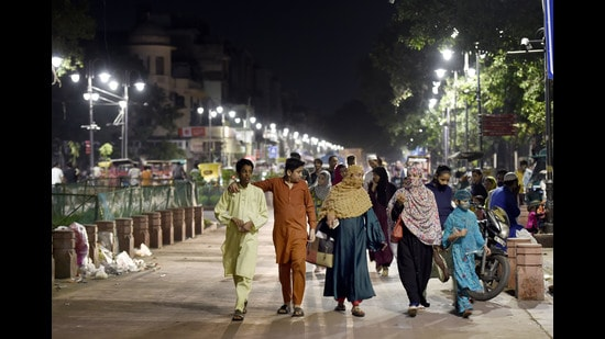 Locals take a stroll on the revamped Chandni Chowk in New Delhi on Saturday (Arvind Yadav/HT PHOTO)