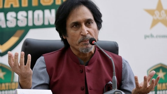 Ramiz Raja, newly elected Chairman of the Pakistan Cricket Board, gives a press conference(AP)