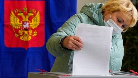 The Communist Party of Russia is expected to benefit from the loss Putin's party may see in this election. (AP Photo/Dmitri Lovetsky)