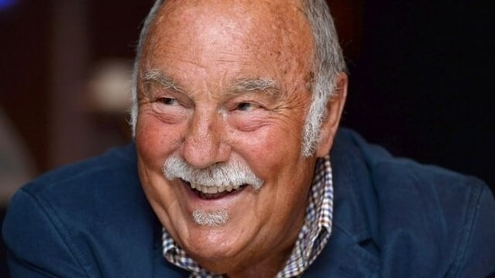 FILE PHOTO: Soccer Football - Jimmy Greaves at the Royal Mail Football Heroes Stamp Collection Launch - Wembley Stadium - May 8, 2013 Former footballer Jimmy Greaves during the launch Action Images via Reuters/Tony O'Brien/File Photo(Action Images via Reuters)