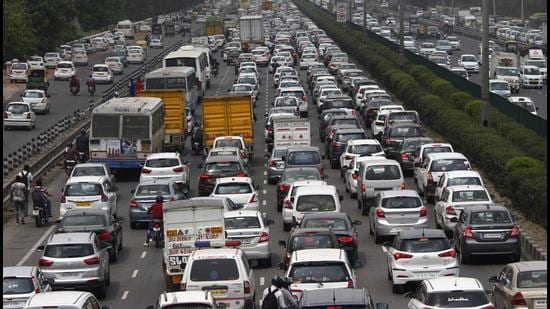 The drive to penalise truck drivers and enforce lane driving was held on a 40-kilometre section of the NH-48, between Sirhaul toll and Bilaspur Kalan in Gurugram. (HT Archive)