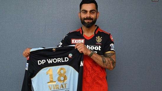Virat Kohli with RCB's blue jersey(RCB Twitter)