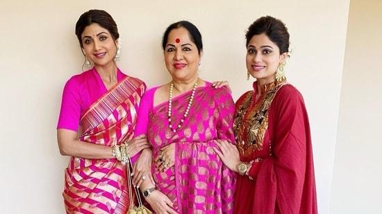 Sunanda Shetty poses with her daughters Shilpa Shetty and Shamita Shetty.
