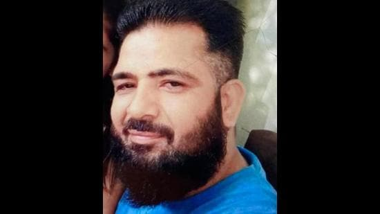 Vijay alias Vicky Dhawan had drowned in the Yamunanagar canal when the boat, in which he had accompanied a rescue team to search for missing neighbour, had capsized. The neighbour's body is yet to be fished out. (HT PHOTO)