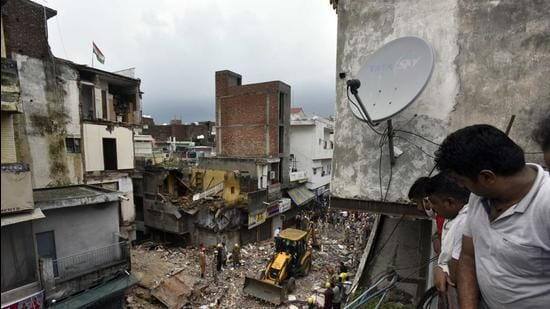 Two brothers, aged 7 and 12, were killed and a 72-year-old owner of a shop was injured in the building collapse. (Sanjeev Verma/HT)