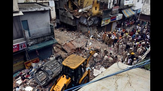 Two children passing by the Sabzi Mandi building were killed when it collapsed last Monday. (Sanjeev Verma/HT PHOTO)
