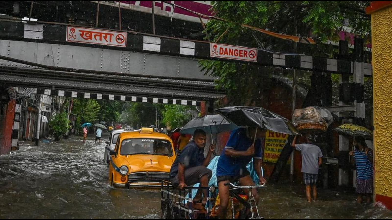Heavy rains continue in south Bengal; trains cancelled, flights delayed