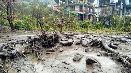 A flash flood occurred at Barua village in Manali district of Himachal Pradesh on Tuesday morning, causing damage to the apple orchards in the area. Flash flood water also entered into houses near a rivulet. (Aqil Khan/HT)