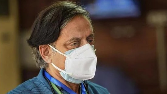 """Urging the British to get """"their act together"""", Shashi Tharoor said the country cannot have it both ways(HT_PRINT)"""