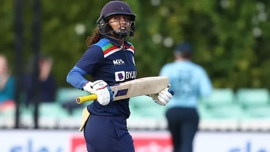 Mithali Raj runs between the wicket. (Getty Images)
