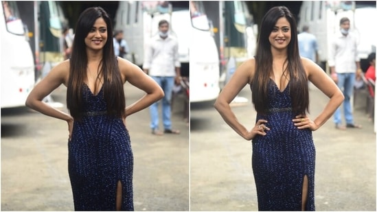 Shweta wore a pair of strappy metallic pumps and statement rings to accessorise the shimmery blue attire. She left her straight, shiny locks open in a side parting.(HT Photo/Varinder Chawla)