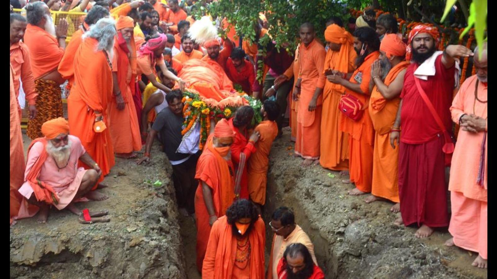Thousands pay last respects as mahant Giri given Bhu Samadhi