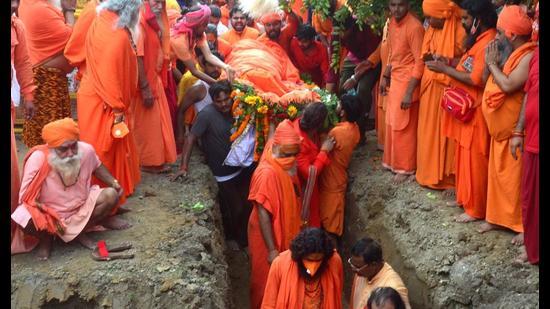 Bhu Samadhi being accorded to Mahant Narendra Giri at his Bagambhari Gaddi Math ashram in Prayagraj on Wednesday (Anil Kumar Maurya/HT)