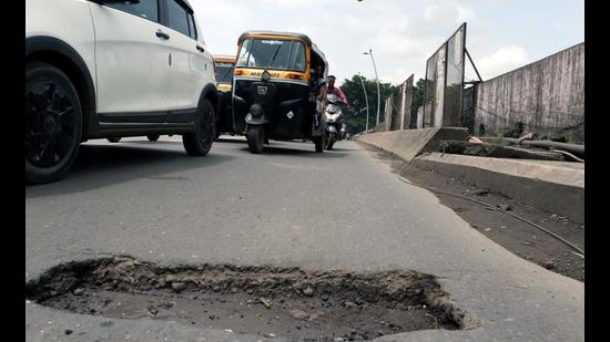With potholes all over Ulhasnagar, MNS is having a photo exhibition to highlight the problems motorists face (RISHIKESH CHAUDHARY/HT FILE PHOTO)