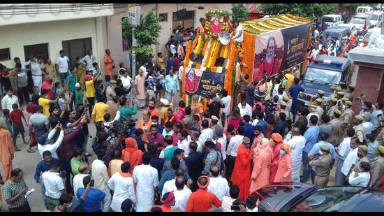 Nagar Yatra of the mortal remains of Mahant Narendra Giri passes through Prayagraj before the funeral on Wednesday. (Anil Kumar Maurya/HT)