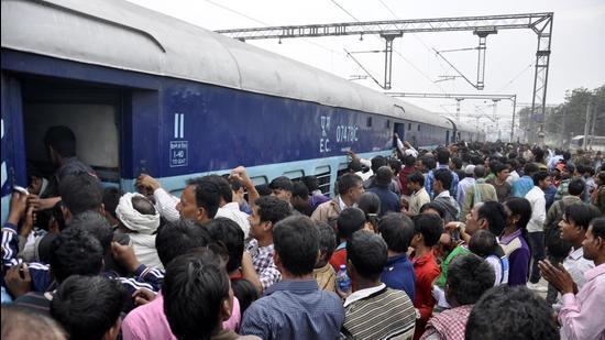 Bihar Sampark Kranti Superfast Express at railway station. (HT FIle)