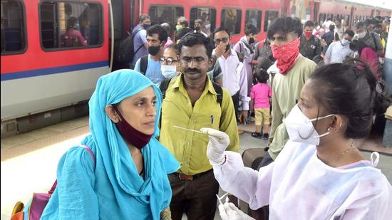 About 22 passengers, who had tested positive in the rapid antigen test, are still untraceable as they had given incorrect addresses and mobile numbers. (Anshuman Poyrekar/HT PHOTO/Representative Photo)