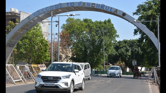 On September 22, the MC had given the firm a last opportunity to submit the pending property tax dues by pasting a notice on the properties owned by Ansal group—SCO 194-195 in Sector 5, Panchkula. (HT FILE PHOTO)