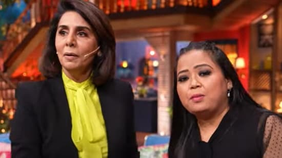 Neetu Kapoor with Bharti Singh on the sets of The Kapil Sharma Show.