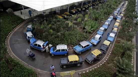 The new fares for prepaid taxis from both domestic and international airport in Mumbai will be implemented immediately. (HT FILE)