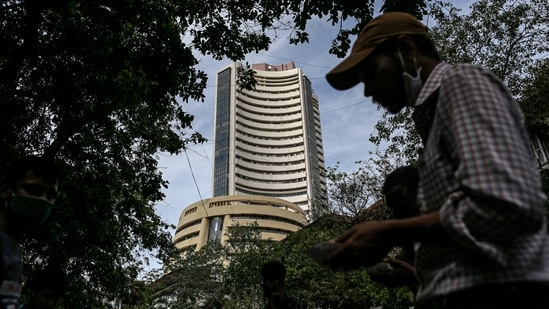 Sensex up 163 points in closing session at 60,048, Nifty closes 30 points higher at 17,853(Bloomberg)