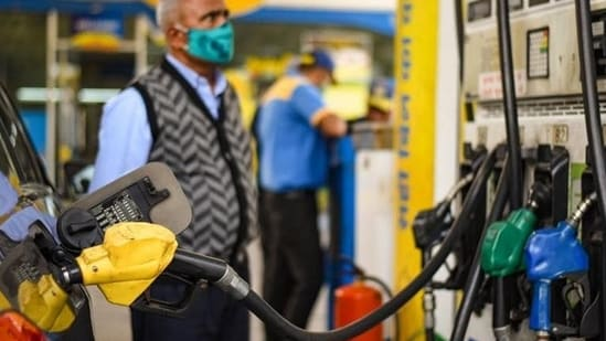 Prices of petrol and diesel were previously revised on September 5 by a reduction of <span class='webrupee'>₹</span>15 paise in both fuels.(HT file photo)