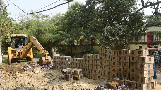 Now, instead of sealing the entire premises in cases of liquor haul, as provided for by the 2016 Act, only the portion from where recoveries are made would be sealed. (HT Photo)
