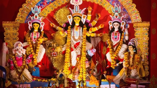 Pandals in Kolkata start getting crowded way before the actual puja commences. People from nearby places visit the city several days prior to the festival just to look at the intriguing idols of Maa Durga and the themed pandal decorations.(Pexels)