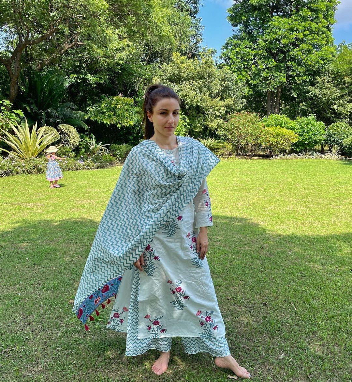 Soha Ali Khan raises the bar of ethnic fashion(Instagram/sakpataudi)