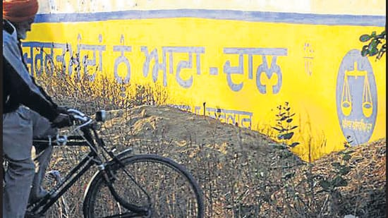 Farm leaders deny that there has been any decision on barring painters from making political graffiti in Punjab. (HT File Photo)