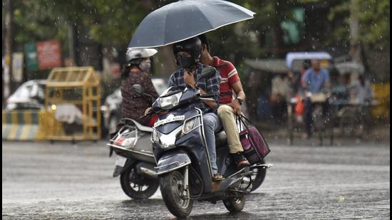 On Saturday, Noida recorded 1mm of rainfall. The entire district of Gautam Budh Nagar is still rainfall-deficient, according to India Meteorological Department. (HT Photo)