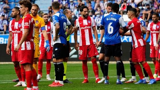 LaLiga - Deportivo Alaves v Atletico Madrid - Estadio Mendizorroza, Vitoria-Gasteiz, Spain - September 25, 2021 Atletico Madrid's Felipe and players clash(REUTERS)