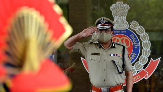 Delhi Police Commissioner Rakesh Asthana receives a guard of honor at Delhi Police headquarters.(ANI Photo)