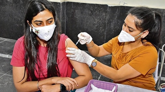 A medical worker vaccinates a woman against Covid-19, in Amritsar. (Sameer Sehgal /HT)