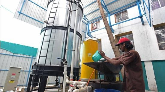 The Pune Municipal Corporation (PMC) has got four private players ready to convert decommissioned biogas plants into new technology to process wet garbage. The PMC has selected two plants in the first phase on an experimental basis. (Pratham Gokhale/HT Photo)