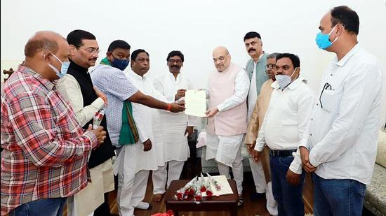 An all-party delegation led by Jharkhand chief minister Hemant Soren submits a memorandum to Union Home Minister Amit Shah demanding the caste-based census in New Delhi on Sunday. (ANI)