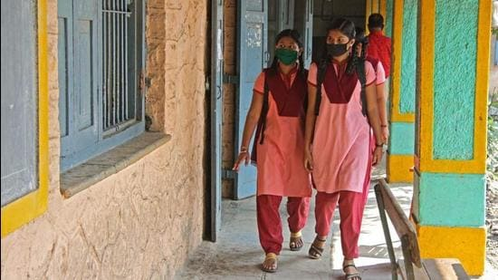 Students at a school for offline classes that reopened in rural area of Pune before it was closed again after a spike in Covid-19 cases during the second wave. (HT PHOTO)