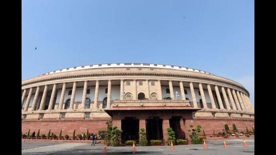 As other parties smell the Congress's weaknesses, they are attempting to fill the vacuum. All of this may create momentum for the Opposition, but it also highlights the contradictions within. Managing these will perhaps be as critical as fighting the battle with the political hegemon. (Sonu Mehta/HT PHOTO)