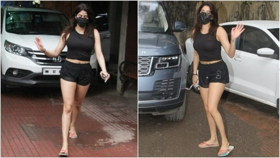 Janhvi wore a black cropped tank top featuring a scooped neckline, broad straps, and a front knot to the Pilates session. The actor flaunted her toned midriff in the fitted top.(HT Photo/Varinder Chawla)
