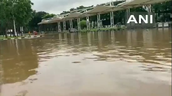 Visakhapatnam International Airport director K Srinivasa Rao said that flight boardings were delayed due to the waterlogging situation, but it is normal now. (Screengrab from video/ ANI)