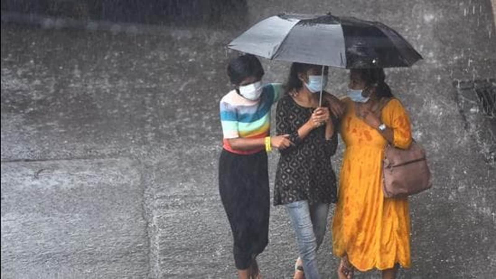 IMD issues red alert for heavy rains in south Bengal; 35,000 evacuated