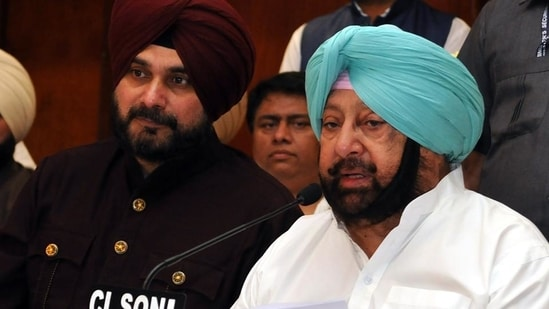 Captain Amarinder Singh and Navjot Sidhu were involved in a long and bitter political feud in Punjab.(Pardeep Pandit/HT File Photo)