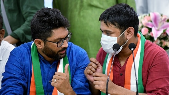 Former CPI leader Kanhaiya Kumar and Independent MLA from Gujarat Jignesh Mevani during a press conference after joining Congress.(ANI)