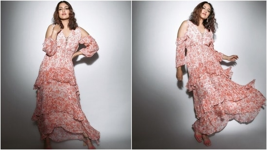 For the second look, Sonakshi chose a peach and white coloured maxi dress adorned with floral patterns. She channelled a dreamy vibes for the photoshoot and left us all drooling.(Instagram/@aslisona)