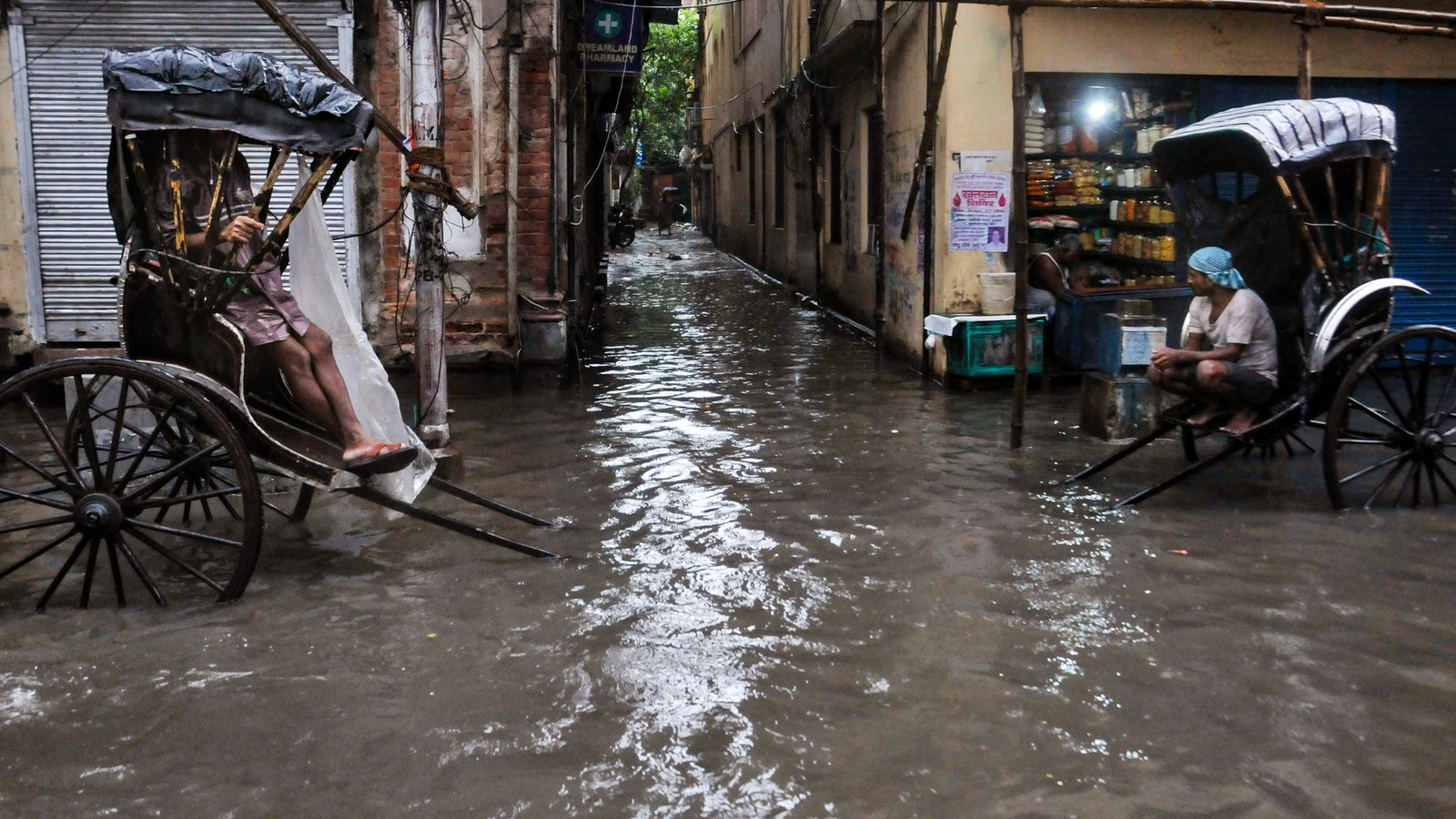 West Bengal rains cause waterlogging in Kolkata, East Medinipur and other areas | Watch