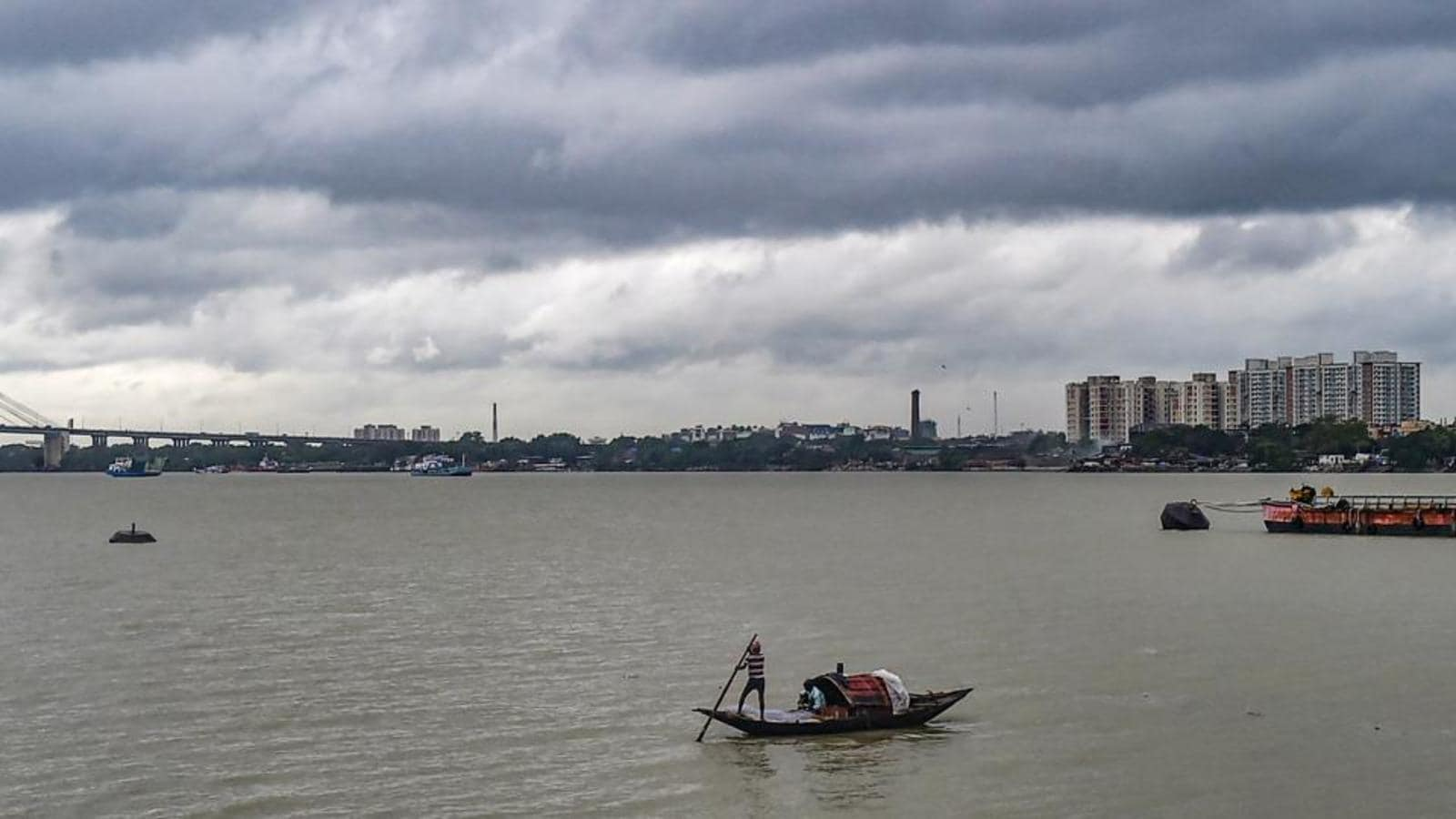 Heavy rain lashes Kolkata, south Bengal districts