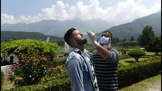 The active Covid cases have gone up to 1,793 in Himachal, while the number is 1,388 in Jammu and Kashmir. (HT file photo)