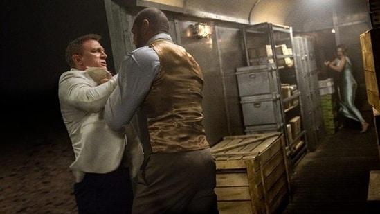 Daniel Craig and Dave Bautista film the Spectre fight scene.