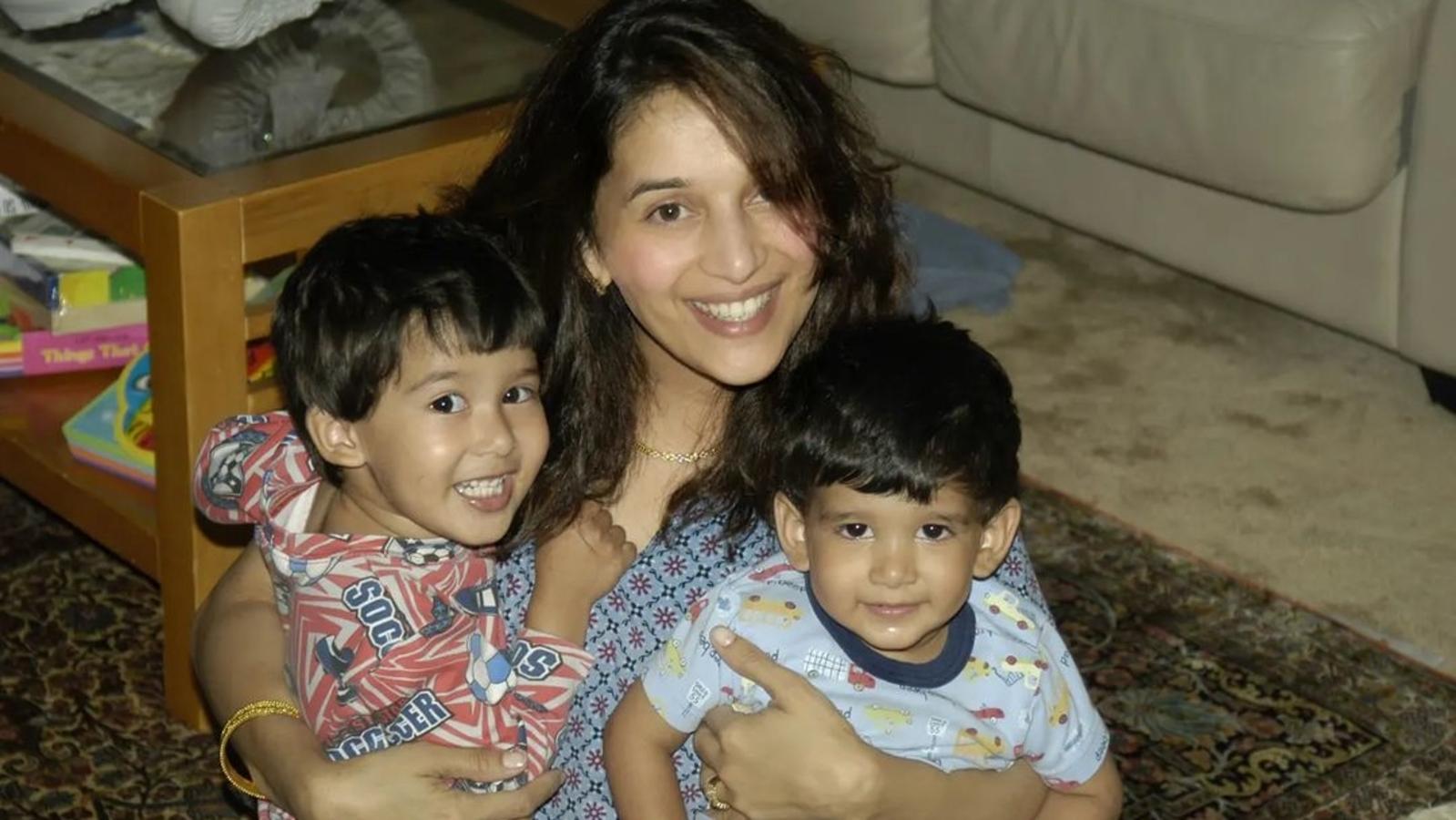 مادھوری نے اپنے بیٹوں آرن اور رایان کی خوبصورت بچپن کی تصویر شیئر کی
